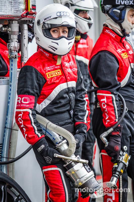 Belgian Audi Club Team WRT reabastecendo