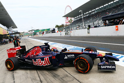 Max Verstappen, Scuderia Toro Rosso STR9 Test Driver leaves the pits