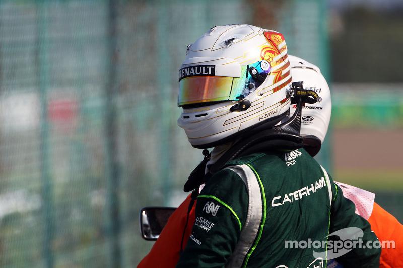 卡特汉姆F1车队的小林可梦伟在第二次自由练习赛上撞车