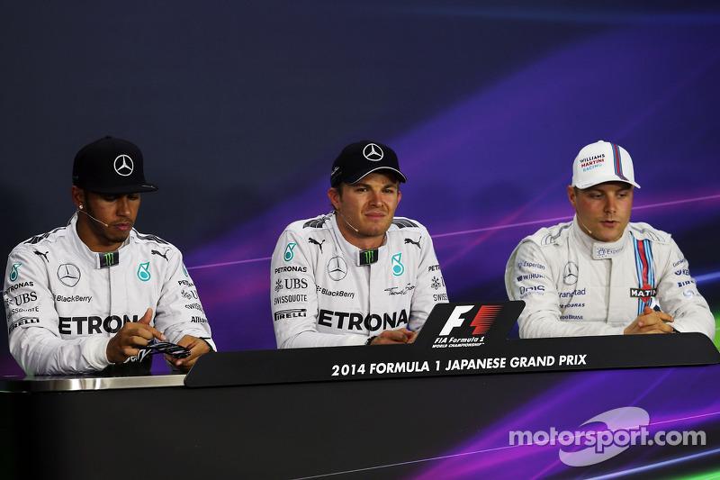 Lewis Hamilton, Mercedes AMG F1 segundo; Nico Rosberg, Mercedes AMG F1 ganador de la pole position;
