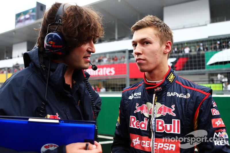 Daniil Kvyat, Scuderia Toro Rosso with Marco Matassa, Scuderia Toro Rosso Race Engineer, on the grid