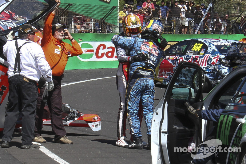 Warren Luff, HRT y Craig Lowndes crash