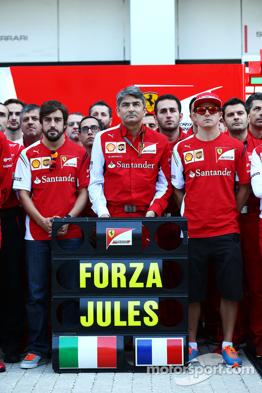 Fernando Alonso, Ferrari; Marco Mattiacci, Ferrari, Kimi Raikkonen, Ferrari e membros de Ferrari e M