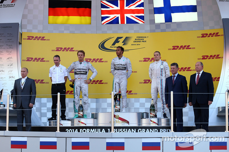 Podio Rusia 2014: Nico Rosberg, Mercedes AMG F1 W05, Lewis Hamilton, Mercedes AMG F1 W05 y Valtteri Bottas, Williams FW36