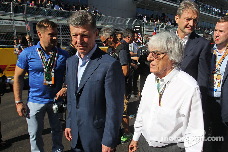 (L to R): Dmitry Kozak, Russian Deputy Prime Minister with Bernie Ecclestone, on the grid