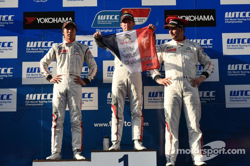 Podio carrera 1 ganador José María López, Citroën C-Elysee WTCC, Citroën Total WTCC, el segundo luga