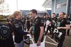 Nico Rosberg applaudit le personnel de l'usine Mercedes