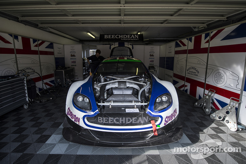 #107 Beechdean AMR Aston Martin Vantage GT3