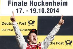 Ganador de la Carrera Mattias Ekström celebra