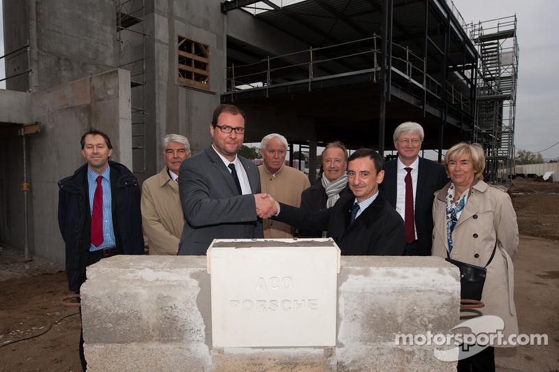 Marc Ouayoun, director general de Porsche Francia, y Pierre Fillon, Presidente del Automóvil Club de