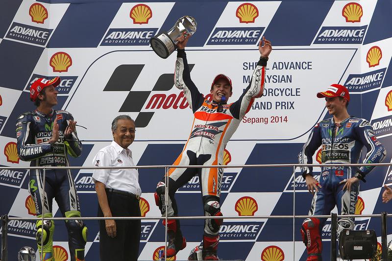 Podio: 1º Marc Márquez, 2º Valentino Rossi, 3º Jorge Lorenzo