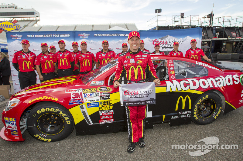 Ganador de la pole Jamie McMurray, Ganassi Racing Chevrolet