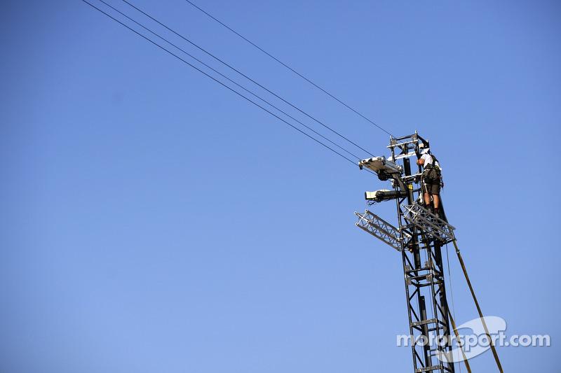Pit alanı üzerinde kamera kulesi
