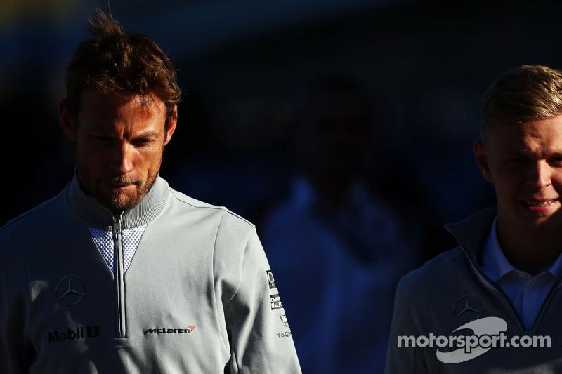Jenson Button, McLaren con il compagno di squadra Kevin Magnussen, McLaren