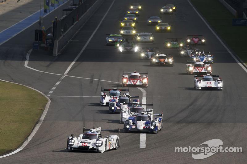 Via: #14 Porsche Team Porsche 919 Hybrid: Romain Dumas, Neel Jani, Marc Lieb al comando