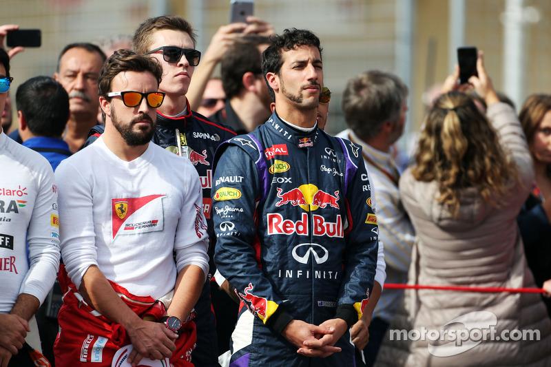 (I a D): Fernando Alonso, Ferrari, con Daniel Ricciardo, Red Bull Racing, en la parrilla