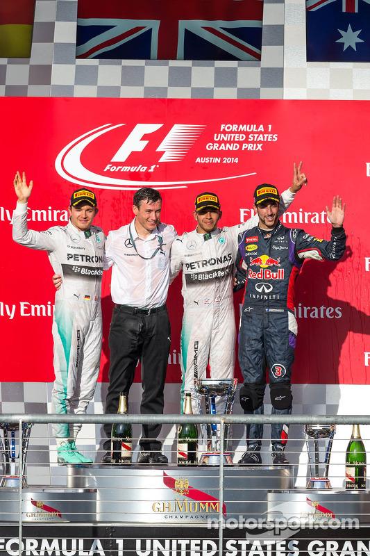 Pódio: Nico Rosberg, da Mercedes AMG F1, segundo; Lewis Hamilton, Mercedes AMG F1, vencedor da corrida; Daniel Ricciardo, da Red Bull Racing, terceiro