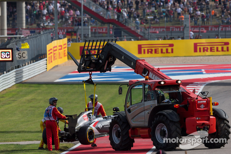 La Sauber C33 di Adrian Sutil, Sauber, viene rimosso dal circuito