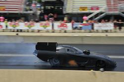 Matt Hagan prueba el nuevo Dodge Avenger