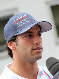Felipe Nasr, Williams, con los medios