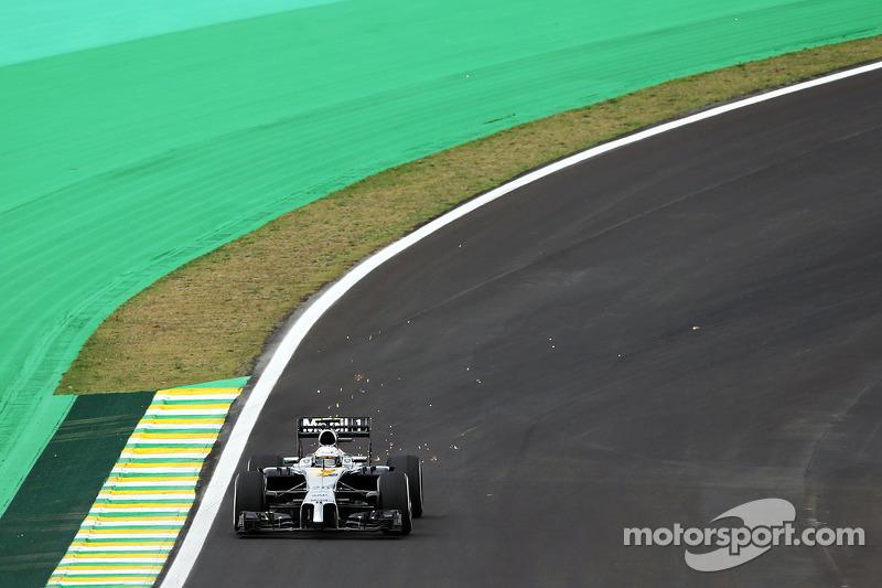 Kevin Magnussen, McLaren MP4-29 saca chispas