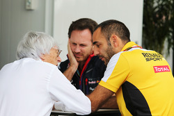 Bernie Ecclestone con Christian Horner, director principal de Red Bull Racing Team, y Cyril Abiteboul, director de Renault Sport F1