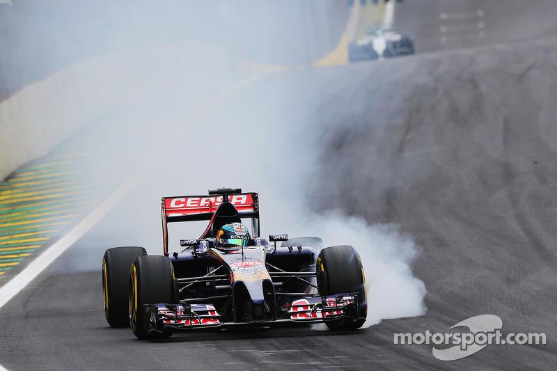 Jean-Eric Vergne, Scuderia Toro Rosso STR9 blocca le ruote in frenata