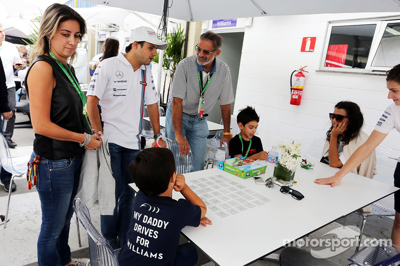Felipe Massa, Williams with his son Felipinho Massa, and wife Rafaela Bassi (BRA)