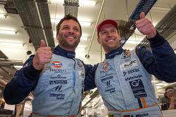 los ganadores de la pole de LMGTE, Darren Vueltaer y Stefan Mücke