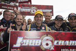 Vainqueur et Champion 2014: Jamie Whincup, Red Bull Holden