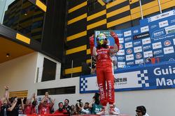 Winner race 2 Robert Huff, LADA Granta 1.6T, LADA Sport