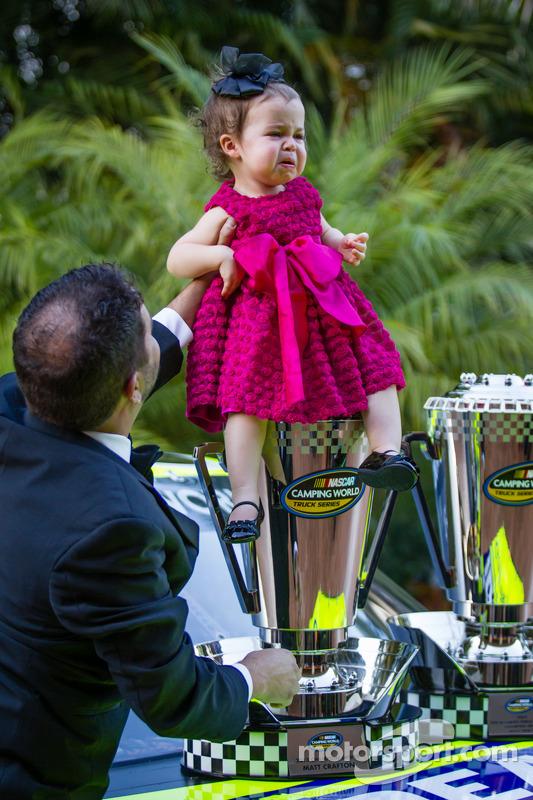 Campeão da NASCAR Camping World Truck Series: Matt Crafton com sua filha