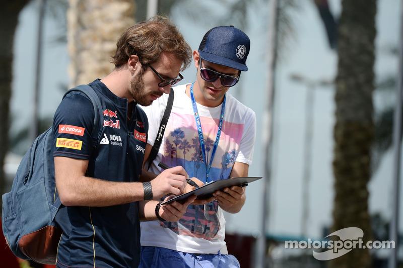 Jean-Eric Vergne, Scuderia Toro Rosso, firma autógrafos para los fans