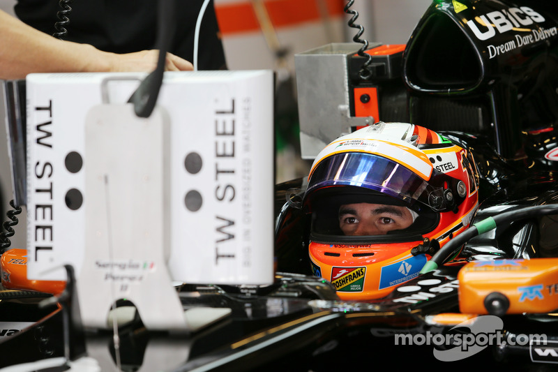 Sergio Perez, Sahara Force India F1 VJM07, ai box