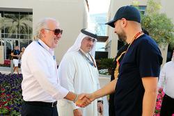(Da sinistra a destra): Gerard Lopez, Lotus F1 Team Principal con lo Sceicco Mohammed bin Essa Al Khalifa, CEO del Bahrain Economic Development Board e Gerard Lopez, Lotus F1 Team Principal