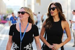 (Da sinistra a destra): Linda Hamilton, e Nicole Scherzinger, cantante, matrigna e fidanzata di Lewis Hamilton, Mercedes AMG F1
