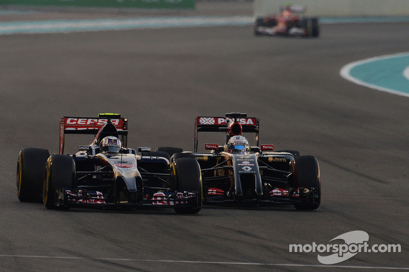 Daniil Kvyat, Scuderia Toro Rosso STR9 and Romain Grosjean, Lotus F1 E22 battle for position