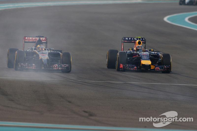 Jean-Eric Vergne, Scuderia Toro Rosso STR9 e Daniel Ricciardo, Red Bull Racing RB10 lottano per la p