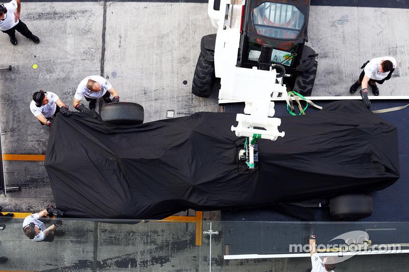 La McLaren MP4-29 di Stoffel Vandoorne, McLaren tester e pilota di riserva viene portata di nuovo ai