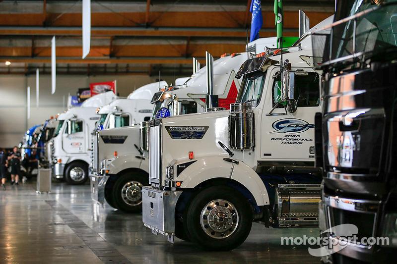 V8 Supercars autotrasportatori