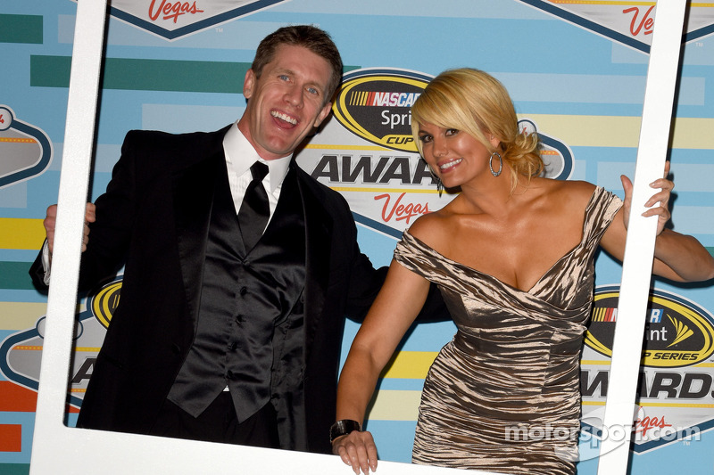 Carl Edwards ve TV karakteri Courtney Hansen