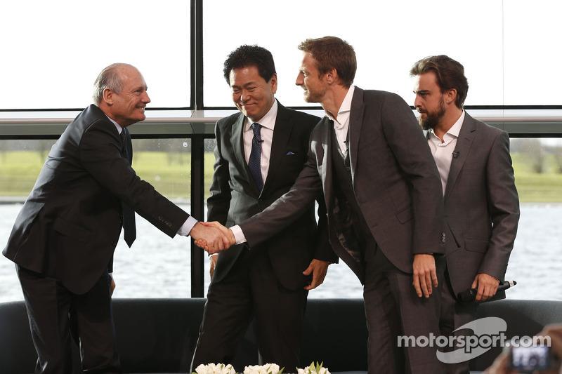 Yasuhisa Arai, Capo di Honda Motorsport, Jenson Button, Fernando Alonso e Ron Dennis, Presodente e CEO di McLaren
