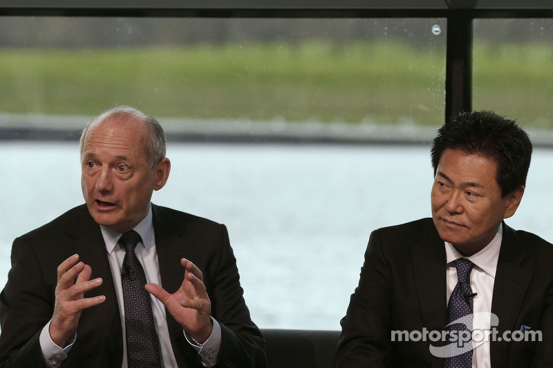 Yasuhisa Arai, Direttore di Honda Motorsport e Ron Dennis, Presidente e CEO di McLaren