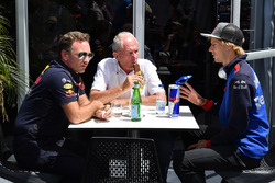 Christian Horner, team principal Red Bull Racing, Dr Helmut Marko, consultant Red Bull Motorsport et Brendon Hartley, Scuderia Toro Rosso