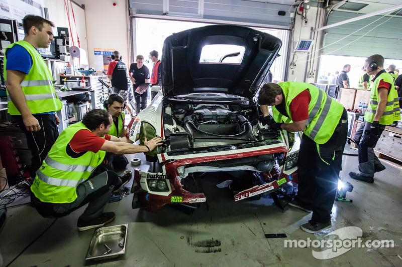 #9 Hofor-Racing,梅赛德斯SLS AMG GT3 Kenneth Heyer严重撞车之后
