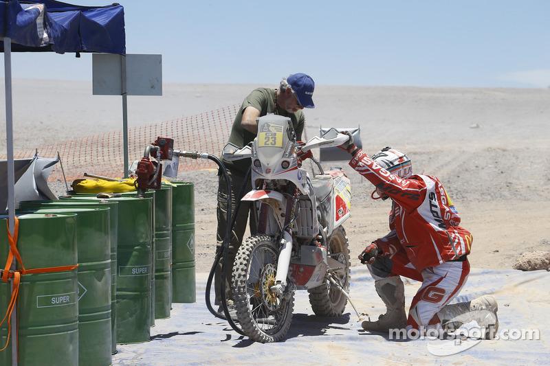 #23 Gasgas: Gerard Farres at refueling point