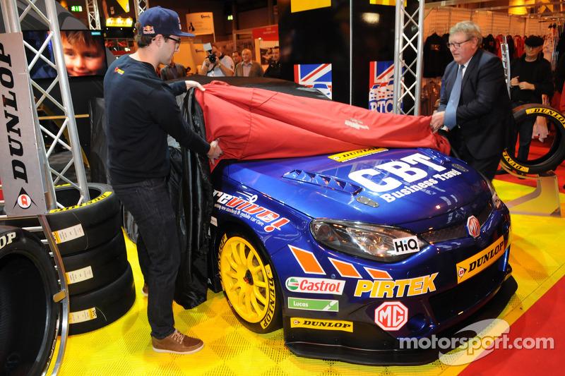 Andrew Jordan meluncurkan 2015 BTCC Pirtek MG