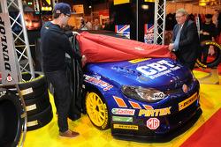 Andrew Jordan devela su 2015 BTCC Pirtek MG