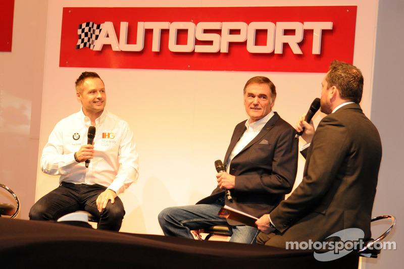 Andy Priaulx con il capo del WSR Team Dick Bennetts sopra al palco di Autosport