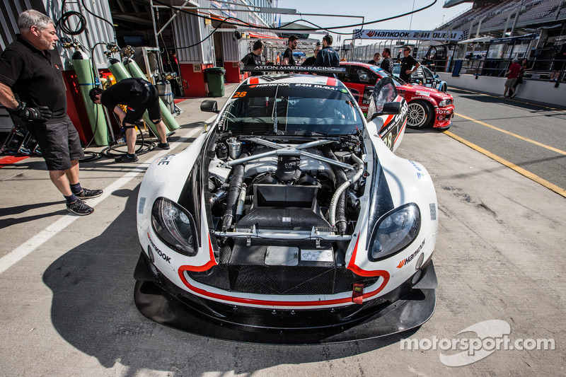 #28 KPM Racing Aston Martin Vantage GT3